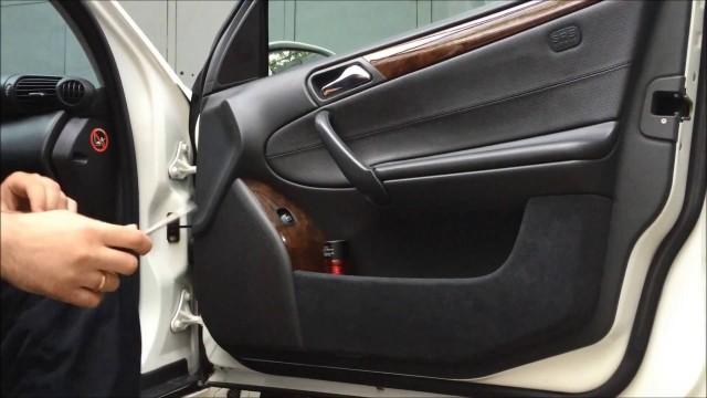 Снятие обшивки передней двери Mercedes W203