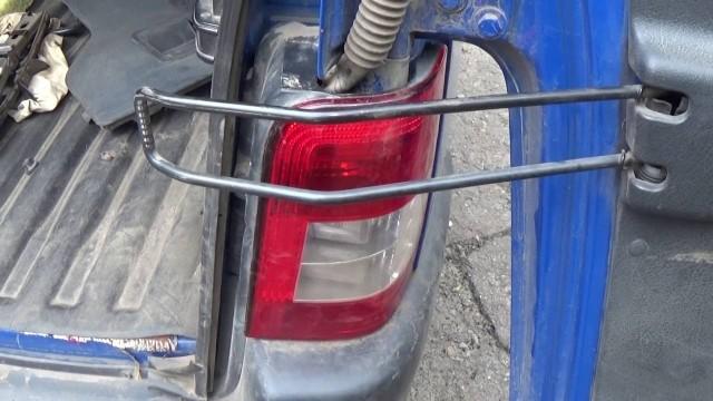 Снятие задней фары и замена лампочек габарита, стопа и поворота Citroen Berlingo