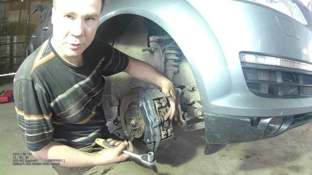 Замена передних тормозных колодок Audi Q7