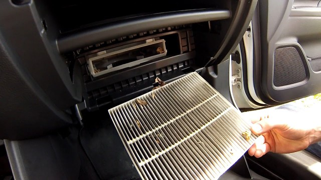 Замена салонного фильтра Mitsubishi Outlander 3