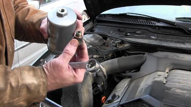 Замена топливного фильтра Audi A6 C4