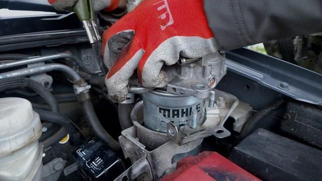 Замена топливного фильтра Mitsubishi Pajero Sport II 2.5 дизель