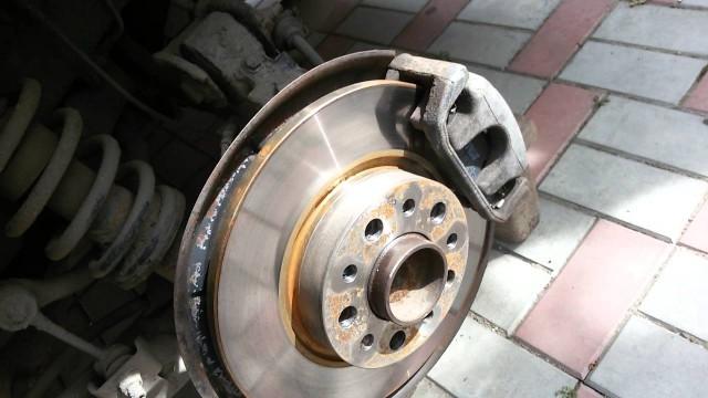 Как поменять тормозные диски Alfa Romeo 159