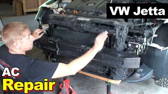 Снятие переднего бампера, радиатор кондиционера, компрессор кондиционера Volkswagen Jetta 2012