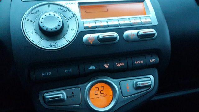 Замена лампочек подсветки климат контроля и магнитолы Honda Jazz, Fit