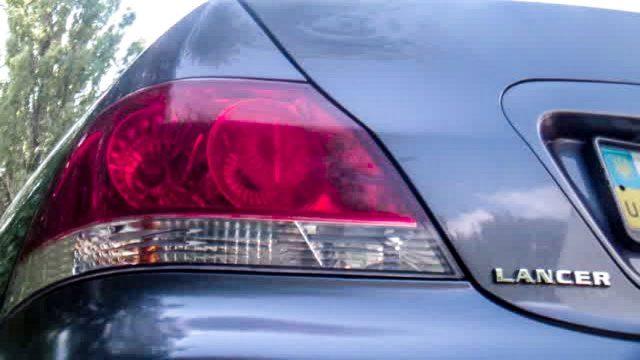 Замена ламп в задней фаре Mitsubishi Lancer