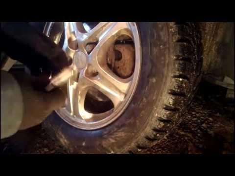 Замена передних тормозных колодок Mitsubishi Outlander