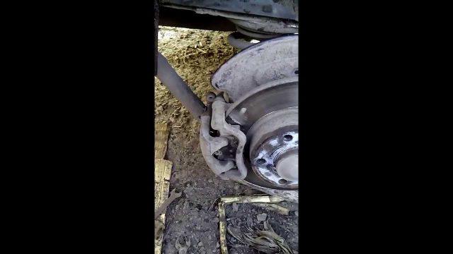 Замена задних тормозных колодок Opel Vivaro