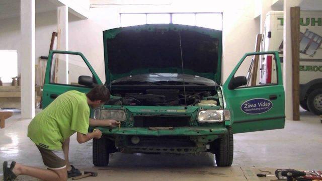 Снятие и замена переднего бампера Skoda Felicia