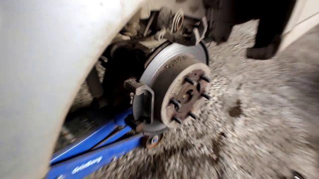Замена задних тормозных колодок SsangYong Rexton