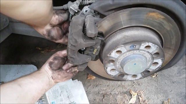 Замена задних тормозных колодок Skoda Yeti