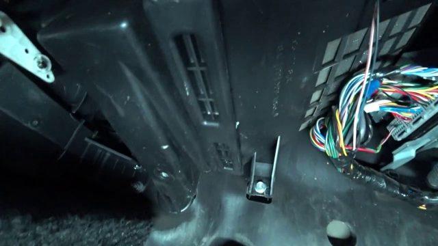 Замена салонного фильтра Suzuki Jimny