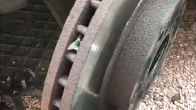 Замена тормозных колодок Toyota Avensis
