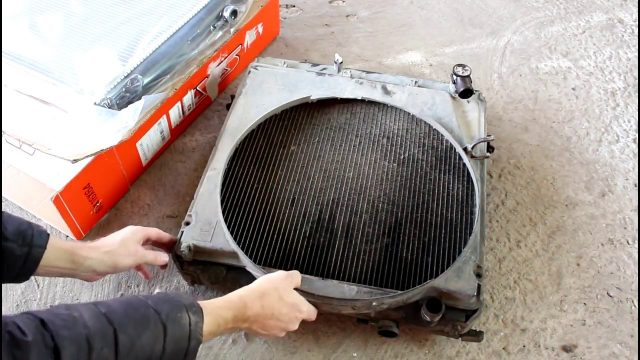 Замена радиатора охлаждения двигателя Toyota Dyna