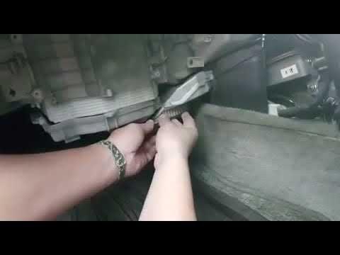 Замена салонного фильтра Toyota Cresta