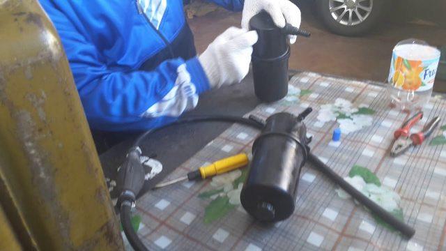Замена топливного фильтра Volkswagen Amarok
