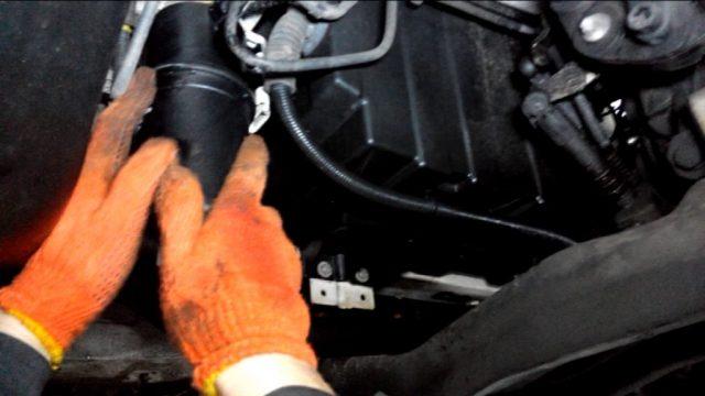 Замена топливного фильтра Volkswagen Crafter