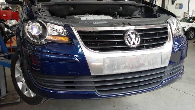 Снятие бампера Volkswagen Touran