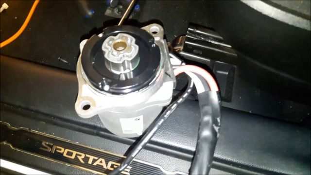 Снятие электроусилителя руля (УЭР) Kia Sportage 2