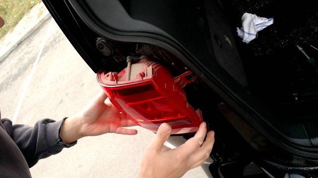 Замена лампочки стоп сигнала Volkswagen Touran