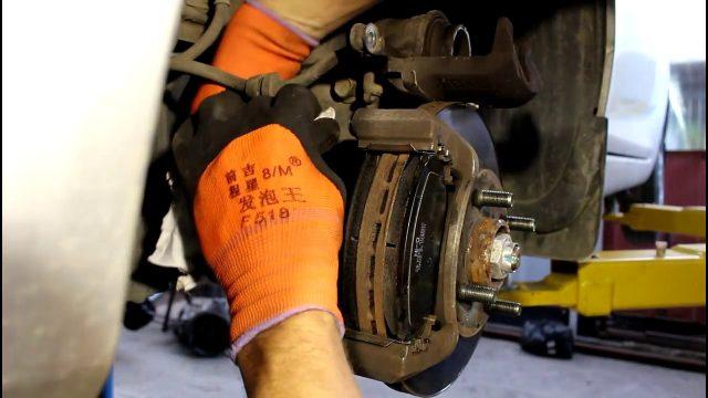 Замена тормозных колодок Chevrolet Spark 3