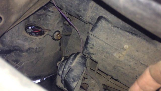 Замена лампочки в габаритах Chery M11