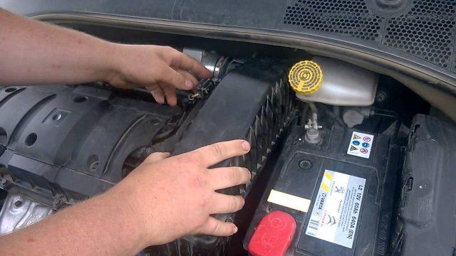Замена воздушного фильтра Citroen C-Elysee