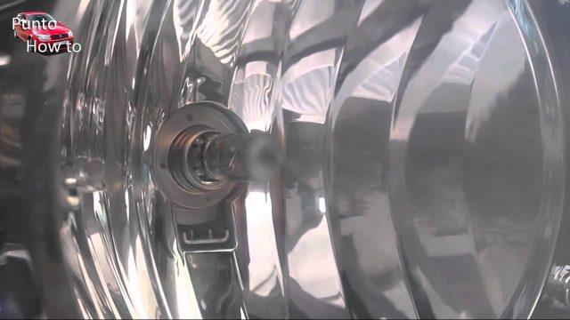 Замена лампы головного света Fiat Punto