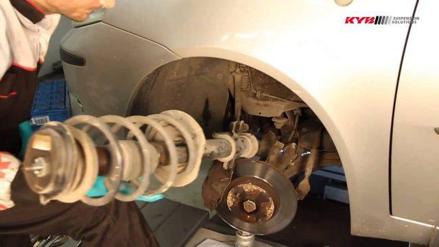 Замена передних амортизаторов Fiat Punto