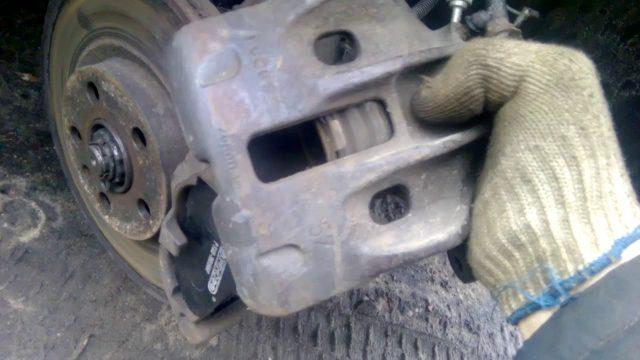 Замена тормозных колодок Fiat Ulysse