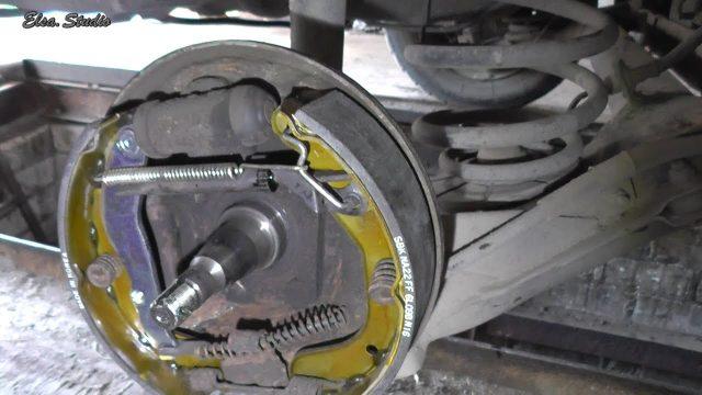 Замена задних тормозных колодок Daewoo Nubira