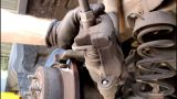 Замена задних тормозных колодок Ford Kuga
