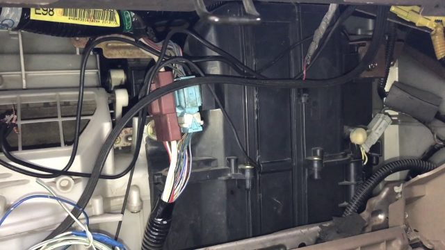 Замена салонного фильтра Honda Odyssey