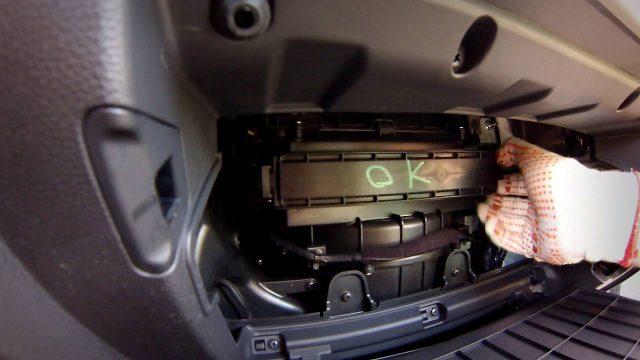 Замена салонного фильтра Hyundai Creta