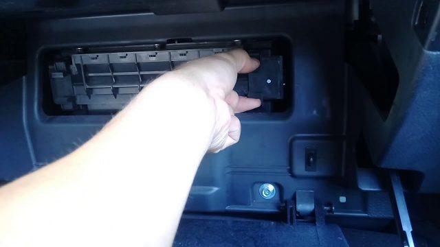 Замена салонного фильтра Hyundai ix55