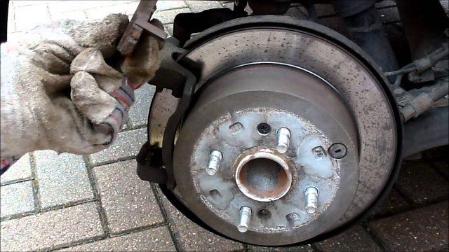 Замена задних тормозных колодок Hyundai i20