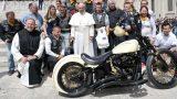 Harley-Davidson с автографом папы римского продали за 54 тысячи долларов