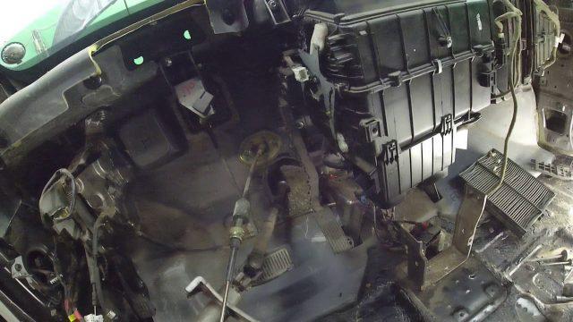Замена радиатора отопителя Hyundai Trajet (часть 2)