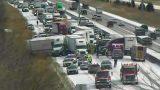 Видео: в США из-за гололеда в массовую аварию попало более 50 машин