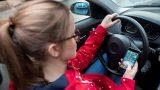 В Госдуме предложили запретить использование любых гаджетов за рулем