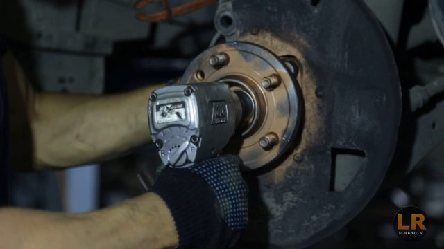 Замена передней ступицы Range Rover Sport