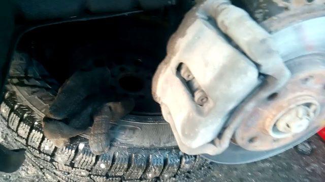 Замена передних тормозных колодок Lifan Breez