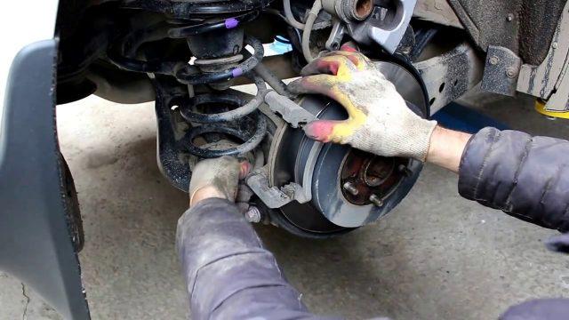 Замена задних тормозных колодок Lexus RX 350