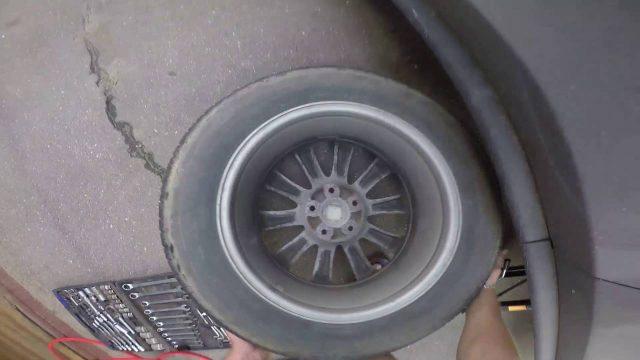 Замена задних тормозных колодок Mazda CX-7