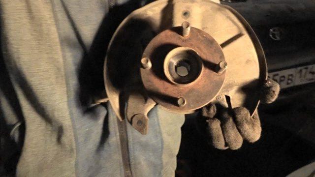 Замена передней ступицы Mazda Demio