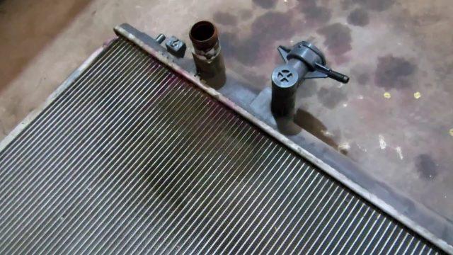 Замена радиатора двигателя Mazda CX-7
