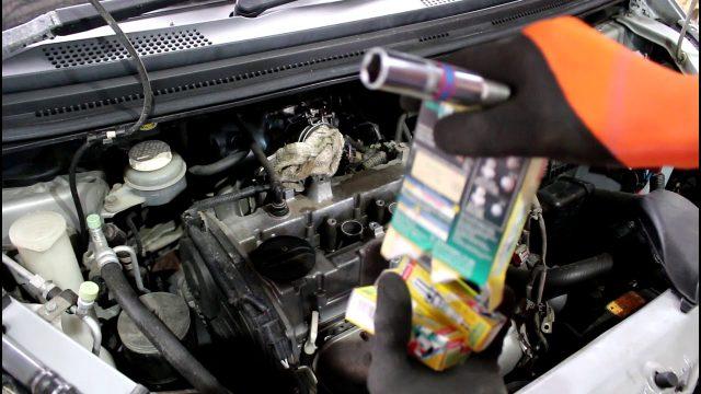 Замена свечей зажигания Mitsubishi Colt