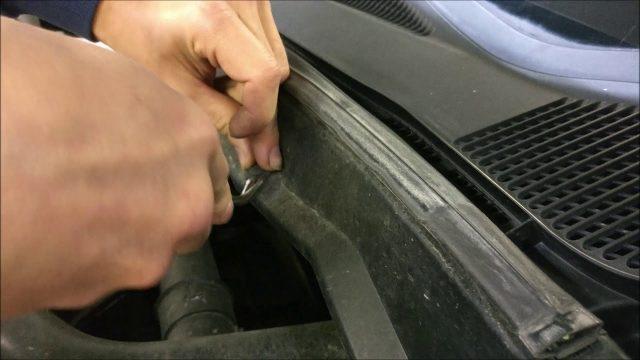 Замена лобового стекла Nissan Serena