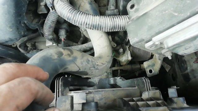 Замена радиатора Nissan Serena